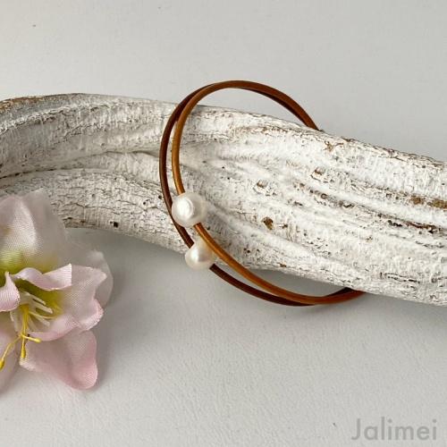 Lederarmband mit einer Perle braun