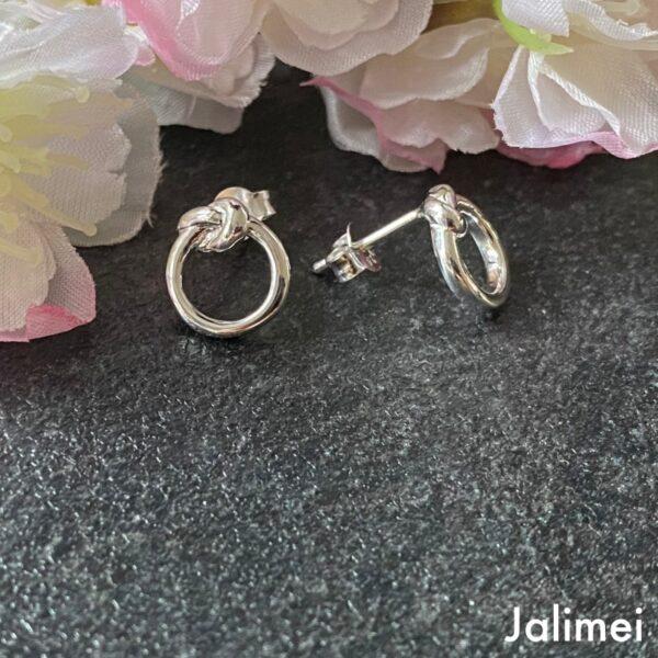 Ohrstecker mit Ring mit Knoten