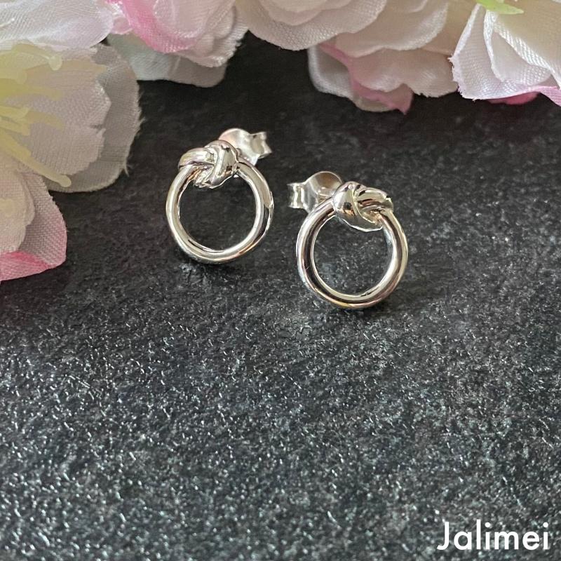Ohrstecker Ring mit Knoten